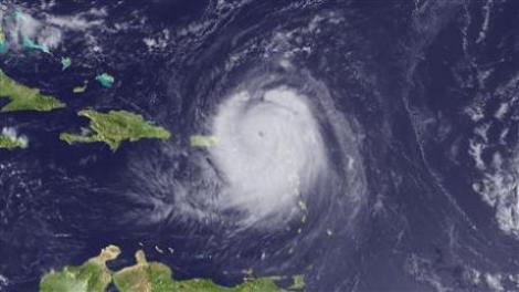 Uraganul Earl a provocat pagube considerabile in mai multe insule din Atlantic