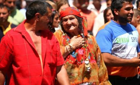Mai multi romi vor sa dea in judecata statul danez, dupa ce au fost deportati in Romania