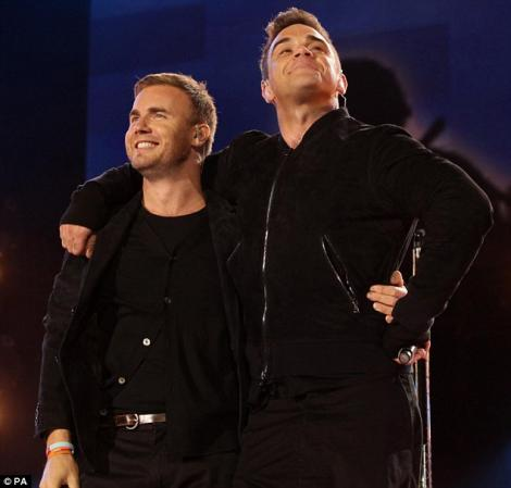 Robbie Williams si Gary Barlow au cantat impreuna dupa 15 ani