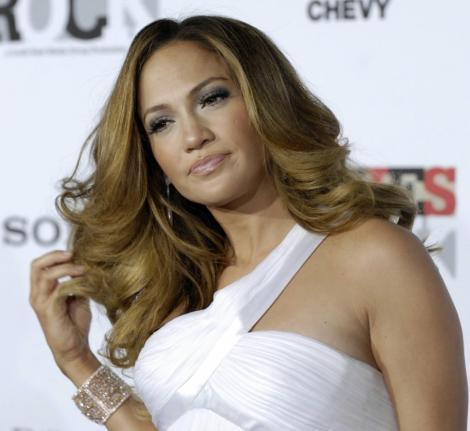 Jennifer Lopez a acceptat 12 milioane de dolari pentru jurizarea American Idol