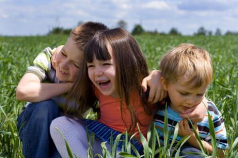 Studiu: prietenii copilului tau il pot imbolnavi