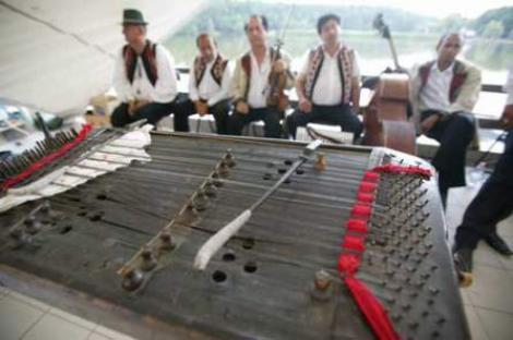 """Festivalul de """"Tarafuri si fanfare"""", muzica autentica in Dumbrava Sibiului"""
