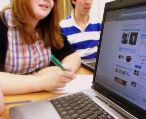 Facebook dauneaza rezultatelor scolare