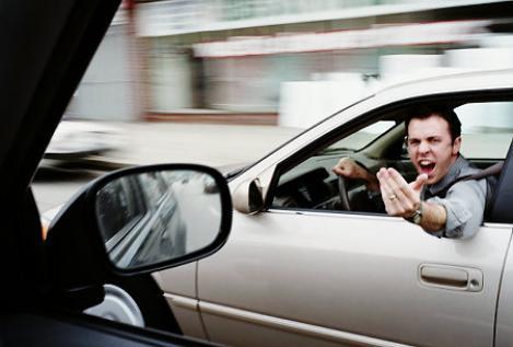 """Interviu: Huliganii din trafic, """"salvati"""" de o definitie"""