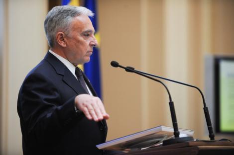 """Mugur Isarescu: """"Pericolul anului 2011 este seceta banilor"""""""