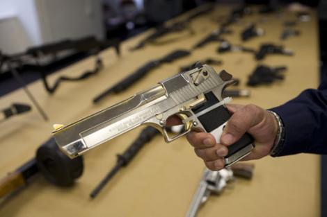 Peste 136 de mii de romani detin arme legal. Vezi care sunt actele necesare pentru achizitionarea unei arme!