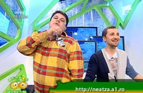 Primul vanator de zambete - premiat de Razvan si Dani. Trofeul: un aparat foto