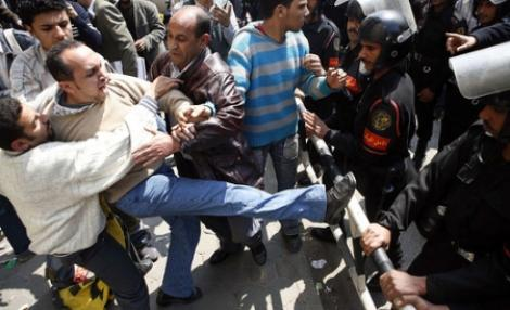 Imnul revolutiei din Egipt face furori pe Internet