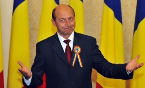 Basescu ii sugereaza lui Igas sa ii demita pe cei care i-au propus decorarea ofiterilor