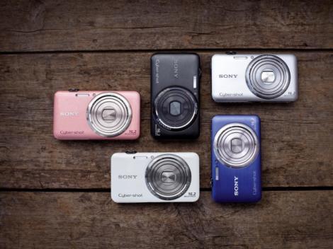 Cinci noi modele de camere foto digitale Sony Cyber-shot