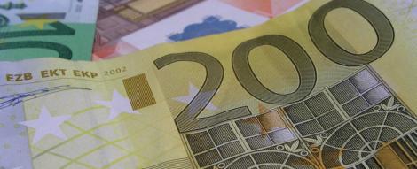Cursul a coborat sub nivelul de 4,33 lei/euro