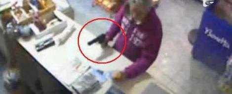 VIDEO! Jaf armat intr-un magazin din Galati. Doi suspecti au fost retinuti