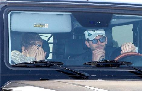 Jennifer Lopez si-a ascuns fata ca sa nu fie vazuta cu Bradley Cooper
