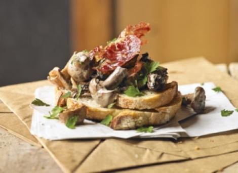 Reteta: Paine prajita cu ciuperci