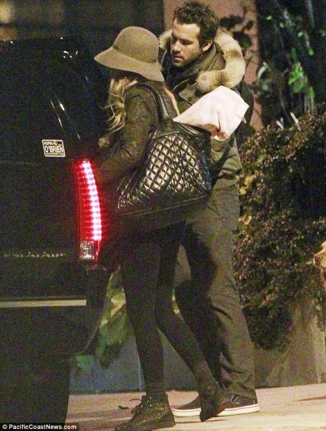 Blake Lively si Ryan Reynolds au petrecut in intimitate de ziua lui!