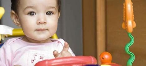 Fetitele sub 3 ani pot avea tulburari de comportament din cauza obiectelor din plastic