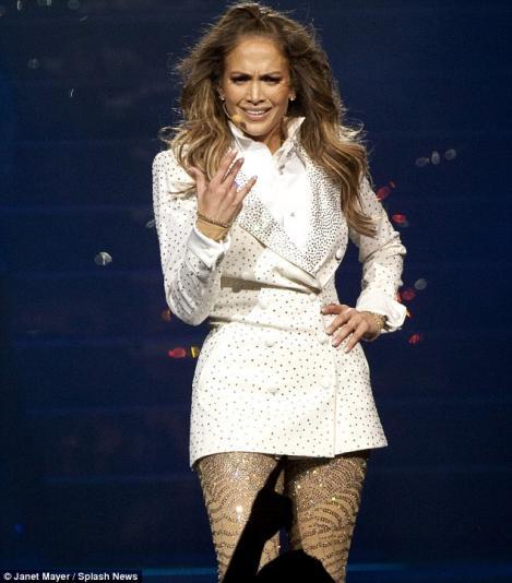 VIDEO! Jennifer Lopez a izbucnit in plans pe scena!