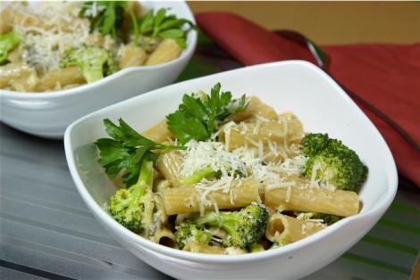 Reteta: Paste cu broccoli si parmezan