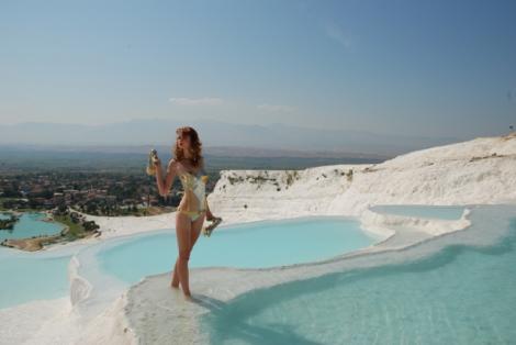 FOTO! Echipa Next Top Model - aprobare speciala pentru filmare in Turcia. Shooting inedit in Pamukkale, intr-o zona inchisa publicului larg