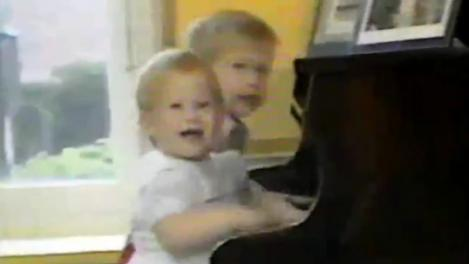 VIDEO! Printii William si Harry, concert inedit la pian!