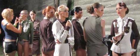 """Protagonistele Next Top Model gafeaza din nou la o prezentare de moda. Catalin Botezatu rabufneste: """"Sunteti varza, varza…varza!!!"""""""