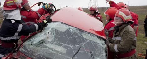 VIDEO! Accident: De la discoteca a ajuns cu masina in stalp
