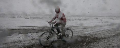 A venit iarna! Zapada de 10 cm la Predeal, risc de avalansa in Bucegi!