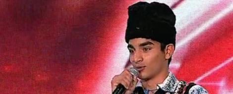 VIDEO! A cantat la X Factor in costum popular!