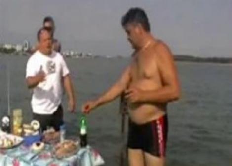VIDEO! Trei galateni au organizat un picnic in mijlocul Dunarii