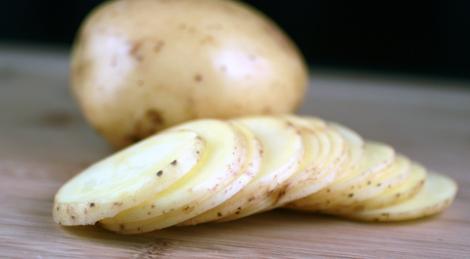 Cartofii, leac contra pungilor de sub ochi