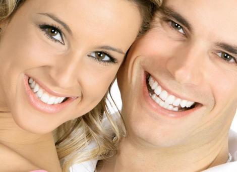 De ce se coloreaza dintii?