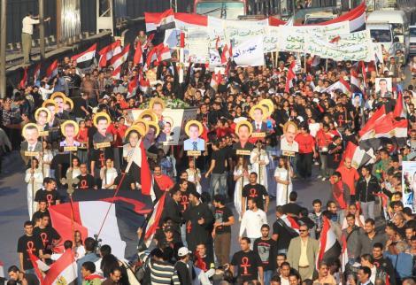 VIDEO! Ciocniri violente intre crestini si musulmani la Cairo