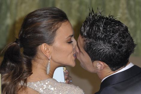 FOTO! Irina Shayk si Ronaldo, sarut cu limba in vazul lumii!