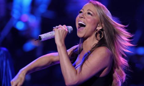 VIDEO! Mariah Carey, concert simultan in 5 tari! Vezi cum a reusit!