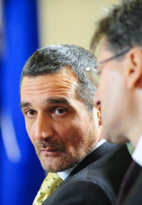 Sebastian Lazaroiu: Mircea Geoana va fi exclus din PSD, dar nu va pierde functia din Senat