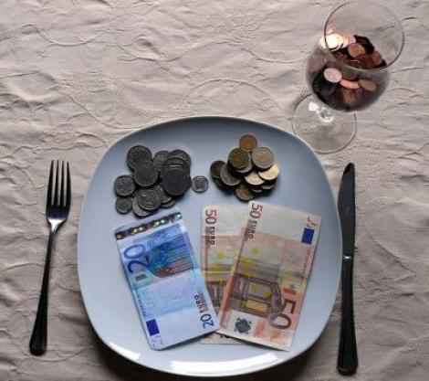 Studiu: Banii ingrasa, fie ca sunt prea putini sau prea multi!