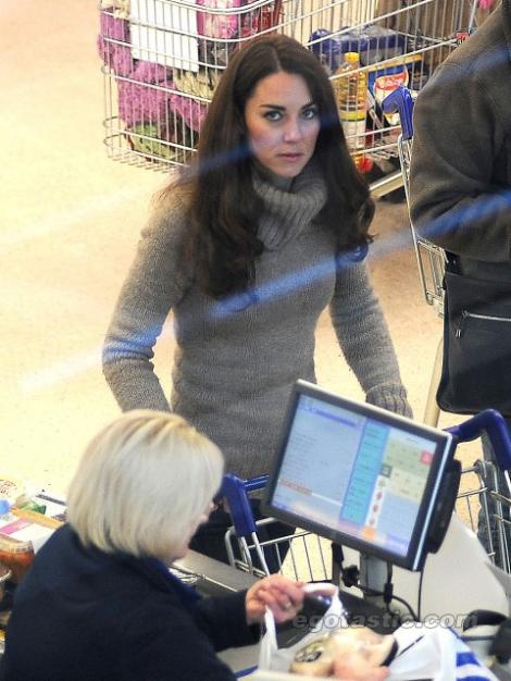 FOTO! Gospodina regala: Kate Middleton, la cumparat de cartofi!