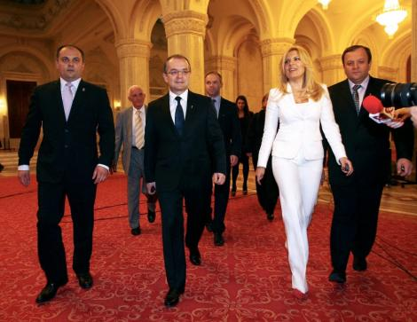 VIDEO! Boc si Elena Udrea au mers in vizita la Zidul Plangerii