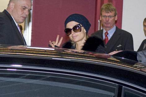 VIDEO! Paris Hilton si-a daruit un Ferrari