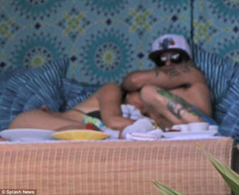 FOTO! Jennifer Lopez s-a giugiulit cu noua cucerire in Hawaii!