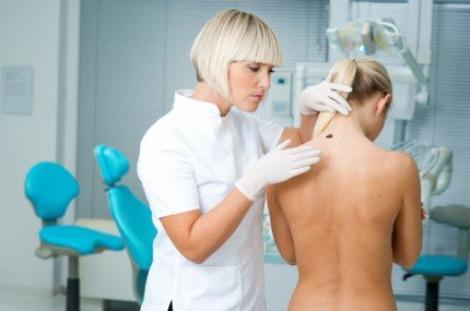 15 simptome de cancer pe care femeile le ignora
