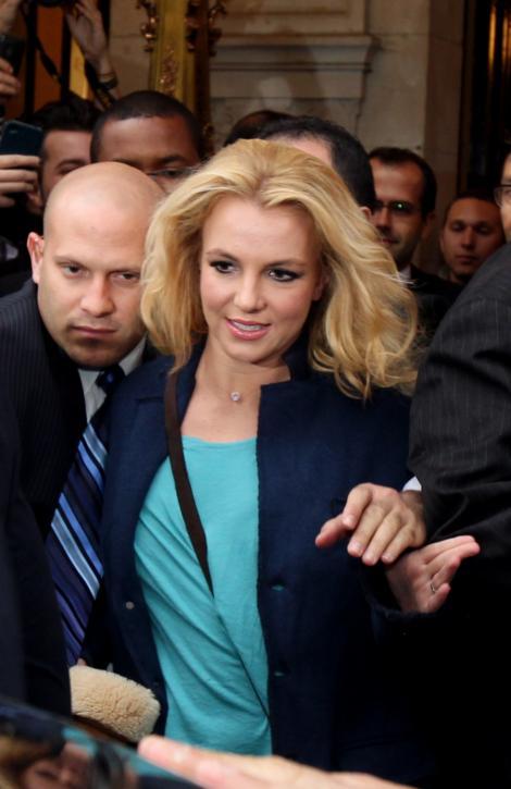 Britney Spears citeste literatura pentru viata de cuplu