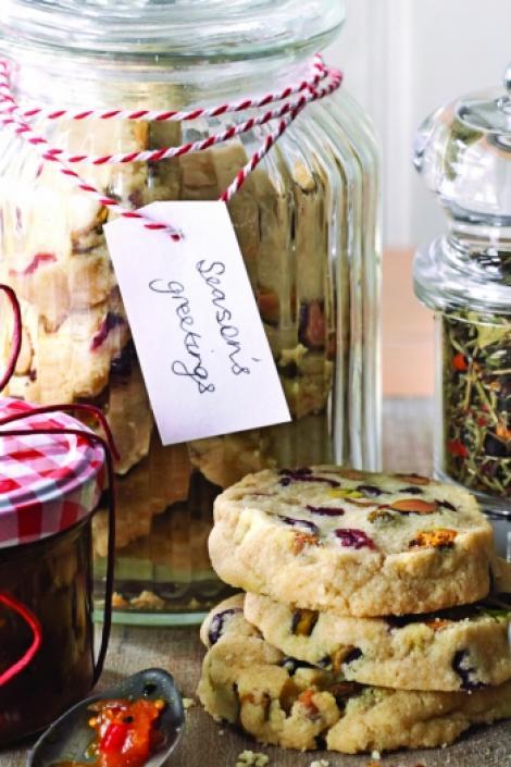 Desert de iarna: Biscuiti cu fistic si merisoare
