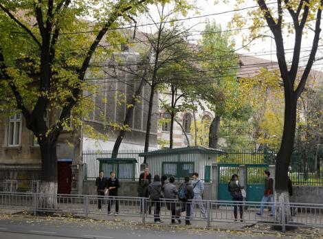 """Doua eleve de la Liceul """"Jean Monnet"""", cercetate de politisti dupa ce au furat intr-un club"""
