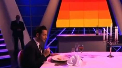 VIDEO-SOCANT! Doi prezentatori TV s-au filmat in timp ce mancau carne de om!