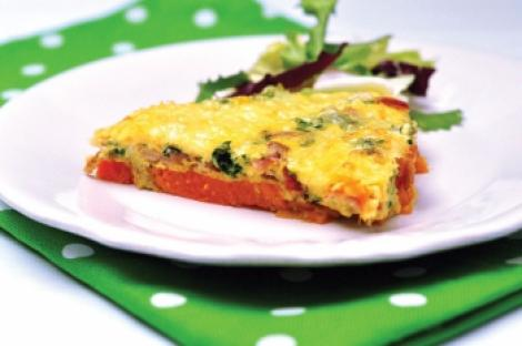 Reteta zilei: Fritta cu cartof dulce, bacon si rucola