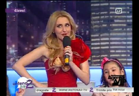 """VIDEO! Alina Sorescu a cantat impreuna cu 16 prichindei: """"Mersi, Mos Craciun!"""""""