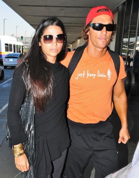 Matthew McConaughey s-a logodit cu Camila Alves