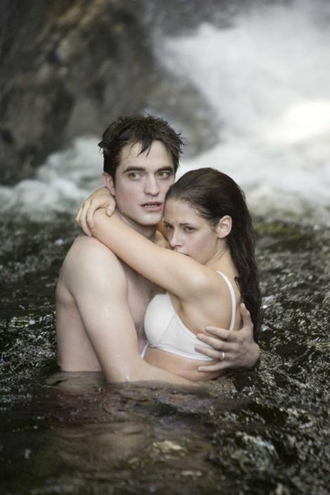 """A1.ro iti recomanda azi filmul """"Saga Amurg: Zori de Zi - Partea 1"""""""