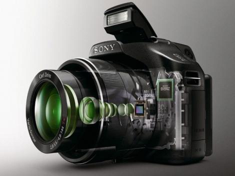 Noile camere foto cu superzoom de la Sony: HX100V si HX9V